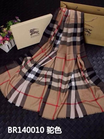 acheter echarpe burberry pas cher foulard imprim burberry echarpe burberry prix occasion. Black Bedroom Furniture Sets. Home Design Ideas