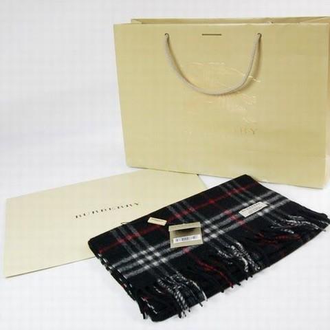 comment laver un foulard en soie burberry echarpe burberry pas chere charpe style burberry femme. Black Bedroom Furniture Sets. Home Design Ideas