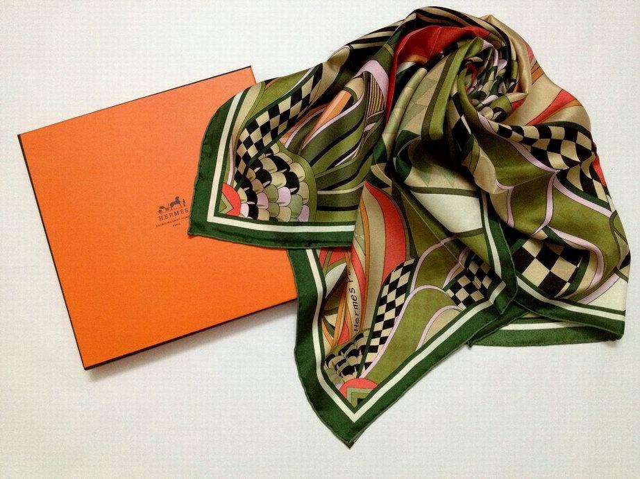 fc8f9bb8166 le prix d un foulard hermes