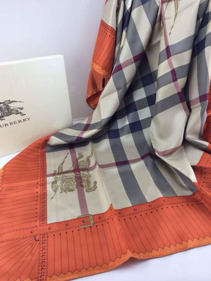 nettoyage foulard burberry echarpe burberry london echarpe burberry bleue. Black Bedroom Furniture Sets. Home Design Ideas