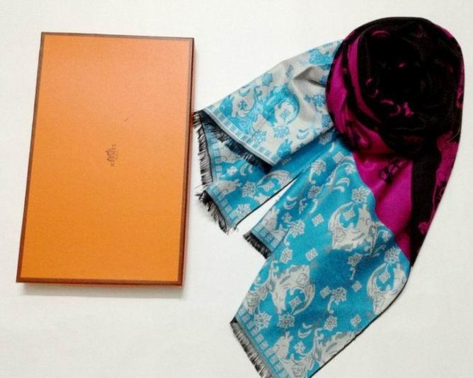 encadrement foulard hermes echarpe hermes cachemire anneau de foulard hermes occasion. Black Bedroom Furniture Sets. Home Design Ideas