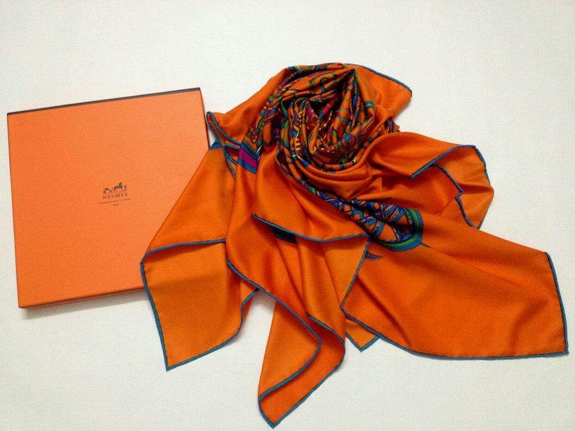 foulard di hermes prezzi nouer foulard hermes foulard hermes entretien. Black Bedroom Furniture Sets. Home Design Ideas